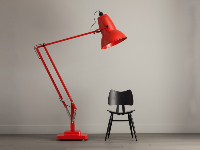 anglepoise-giant-lamp-making-a-statement-e1462464204812